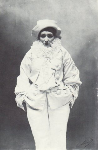 Sarah_Bernhardt_as_Pierrot